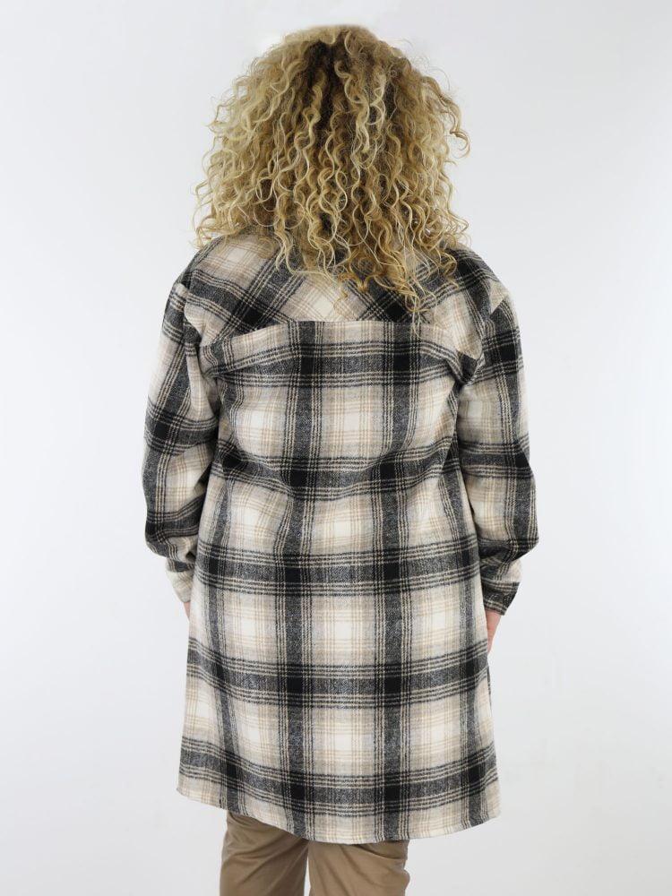 grote-maat-blouse-jas-geruit-in-zwart-met-beige-met-borstzakken-en-zijzakken