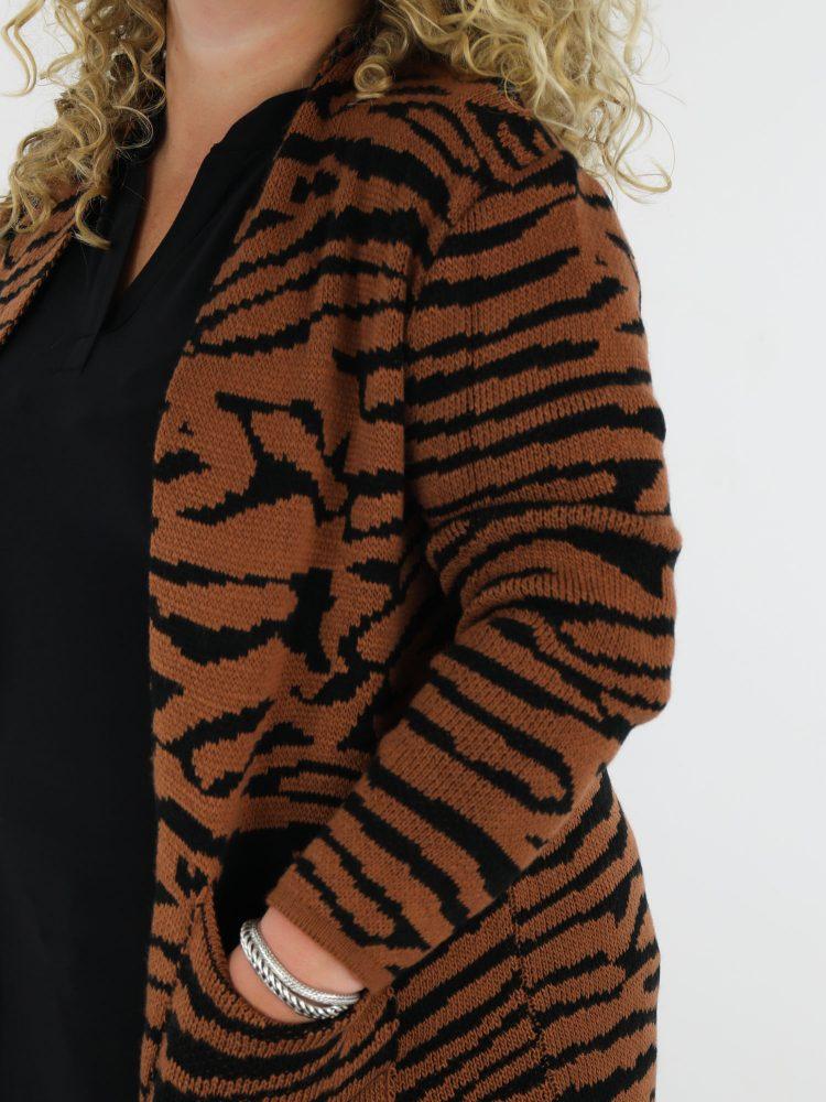 grote-maten-gestreept-vest-lang-bruin-met-zwart-gekleurd