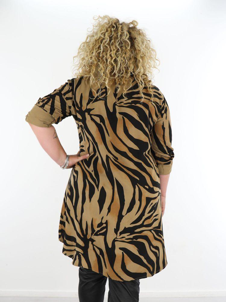 grote-maten-kleding-lange-blouse-bruin-zwart