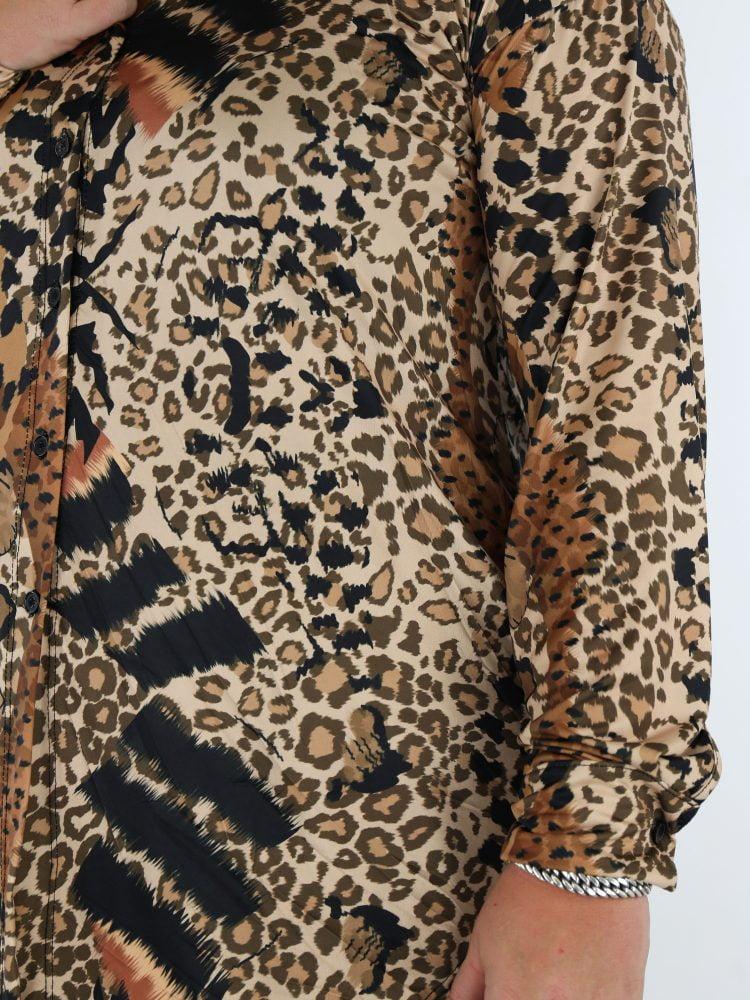 grote-maten-travel-blouse-met-leopard-print-in-de-kleuren-beige-cognac-en-zwart