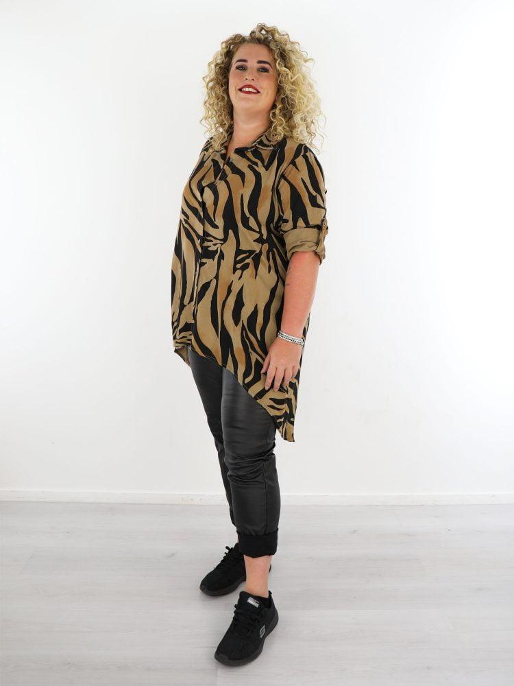 lange-blouse-in-grote-maten-beige-zwart-taupe