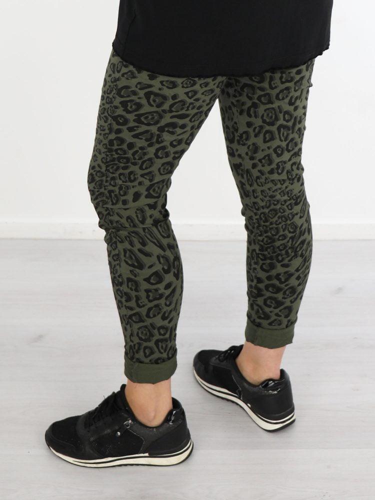 leopard-print-broek-in-zwart-en-groen