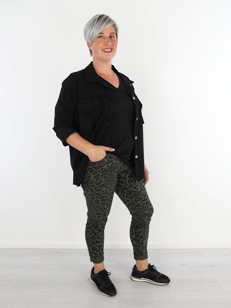 luipaard-broek-in-zwart-en-groen