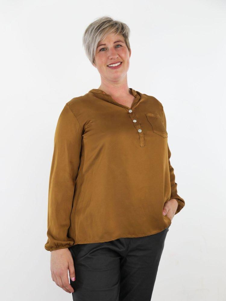 mooie-basic-top-blouse-in-een-bronze-kleur-met-v-hals-en-borstzakje