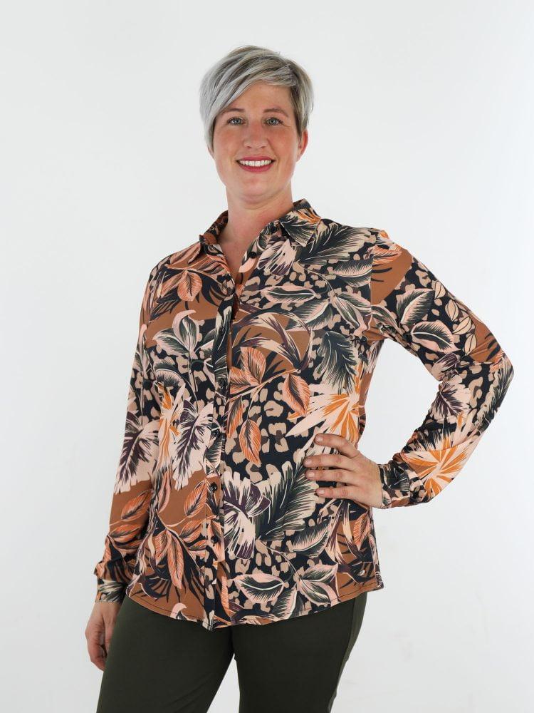 multicolor-travelstof-blouse-met-bladprint-van-angelle-milan