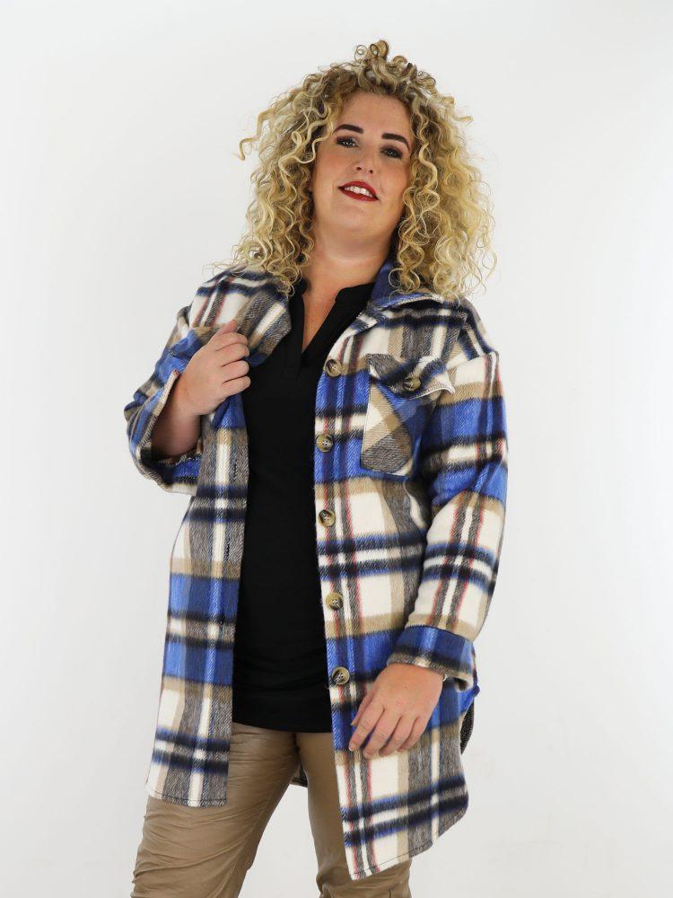 opvallende-geruite-blouse-in-een-beige-met-blauwe-kleur-plus-size