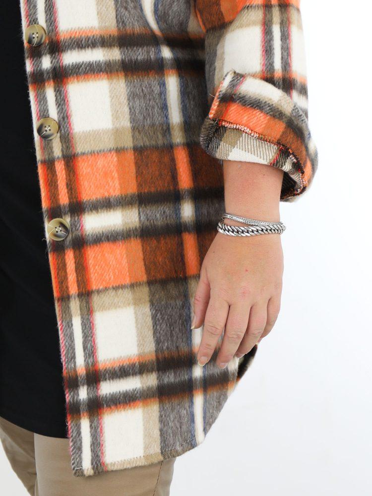 opvallende-lange-geruite-blouse-in-beige-met-oranje-accenten-grote-maat