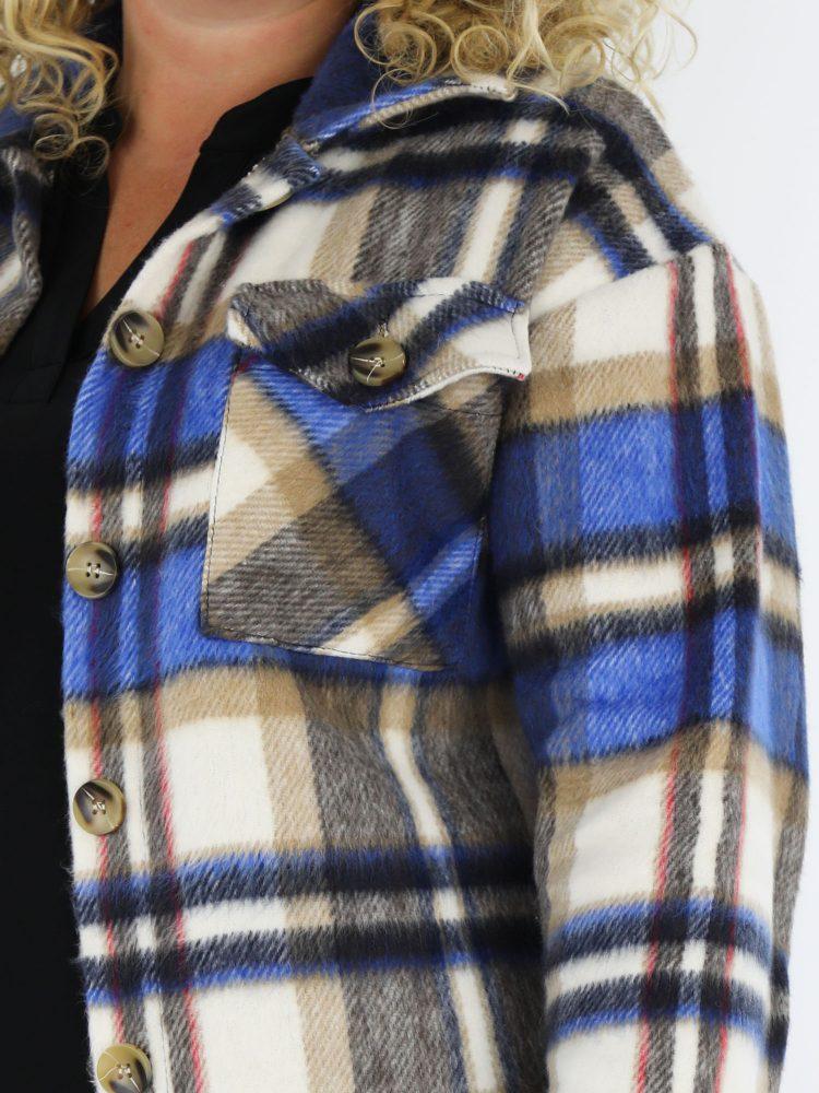 plus-size-lang-geruite-blouse-beige-blauw-gekleurd