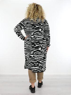 plus-size-lang-zebraprint-vest-in-zwart-wit-met-zakken