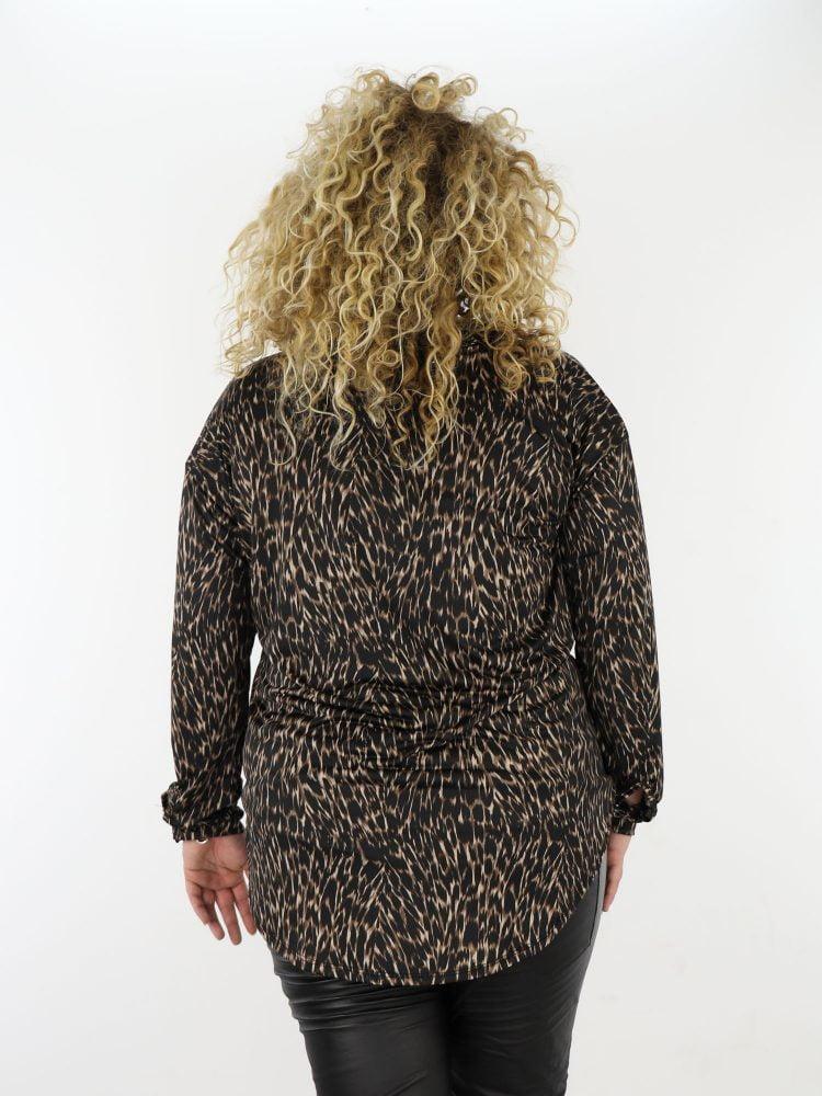plus-size-lange-blouse-in-zwart-en-beige-van-travelstof