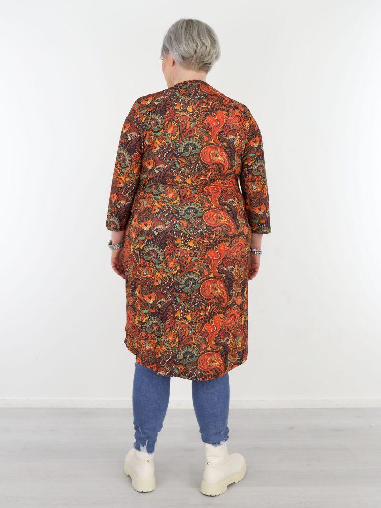 plus-size-tuniek-van-travelstof-oranje-gekleurd-met-paisley-print-van-angelle-milan