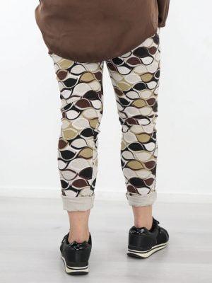 ribbroek-in-een-beige-kleur-met-abstracte-print-bruin-zwart