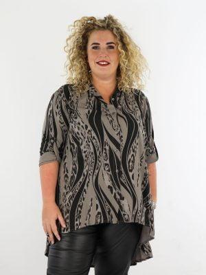 taupe-lange-blouse-met-zwarte-dierenprint-grote-maten