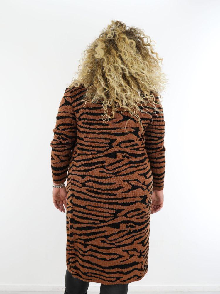 tijger-vest-lang-in-een-bruine-kleur-met-zwart-grote-maten