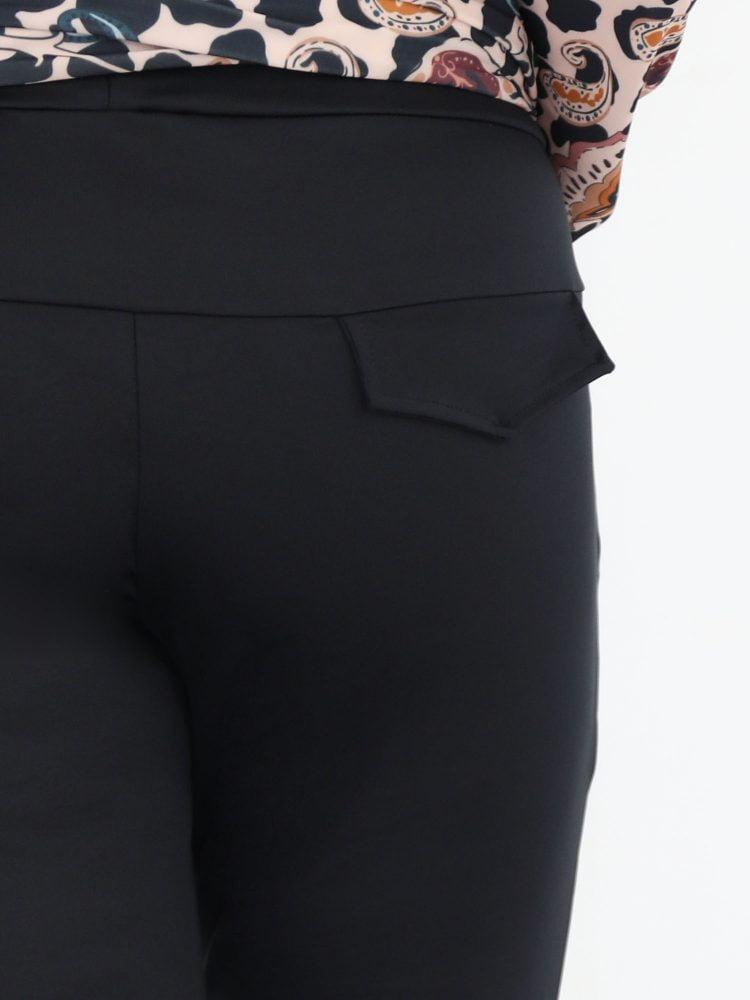 travelstof-high-waist-broek-in-egaal-zwart-van-angelle-milan