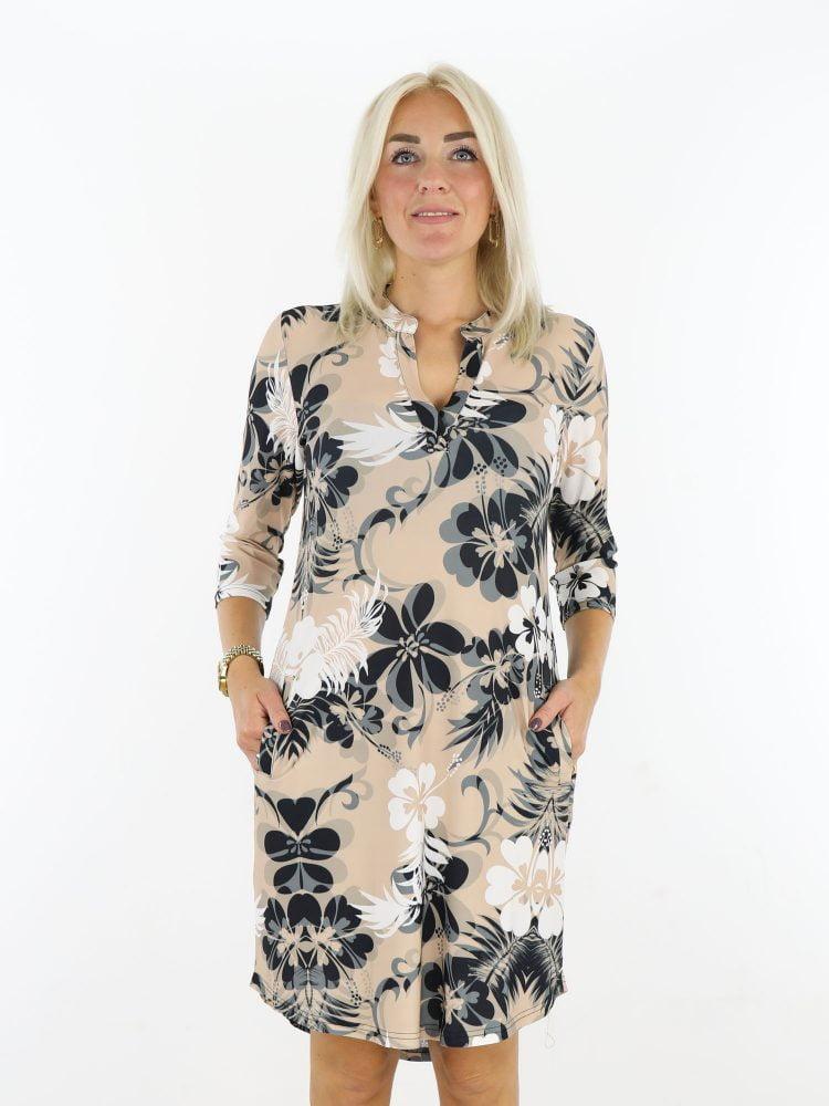 travelstof-tuniek-beige-met-bloemenprint-angelle-milan