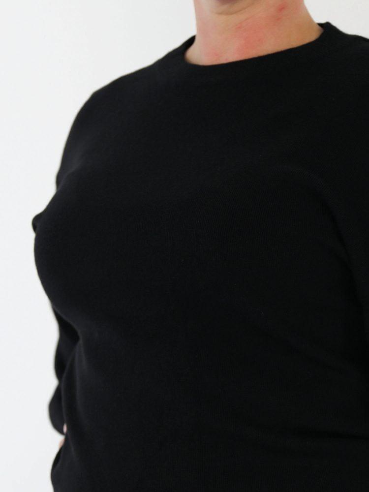 trui-in-een-zwarte-egale-kleur-met-ballon-mouwen