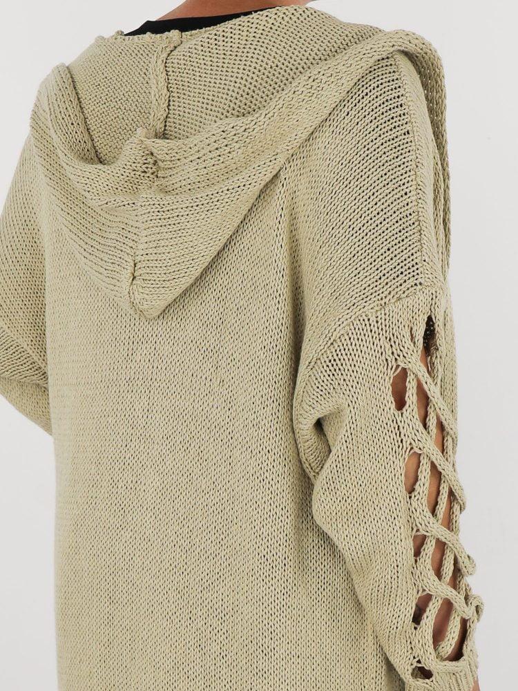 zand-gekleurd-lang-vest-met-een-open-gehaakte-mouw-en-capuchon