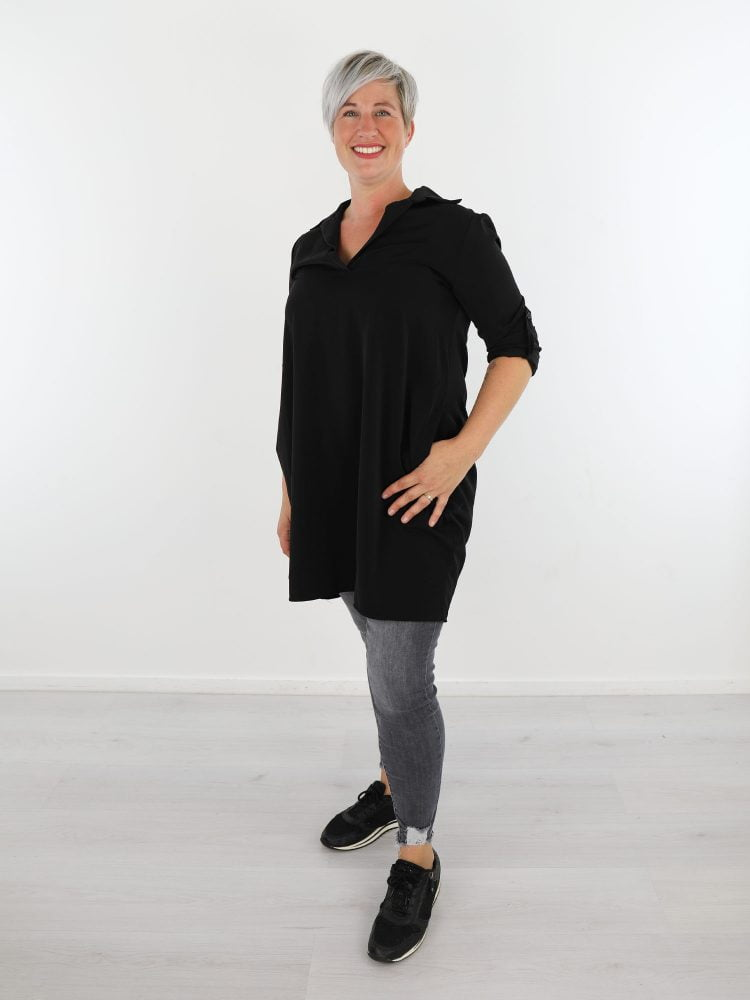 zwart-gekleurd-tuniek-van-g-ricceri-met-open-hals-en-zakken
