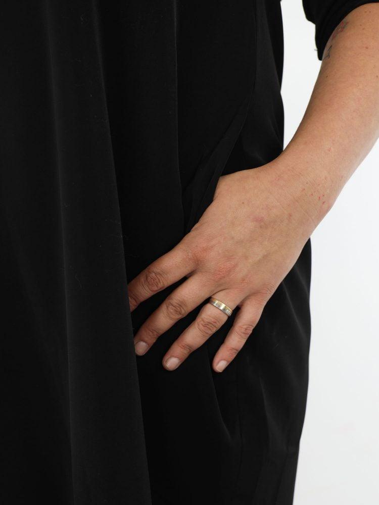 zwart-kleurig-basic-tuniek-van-g-ricceri-met-kraag-en-zakken