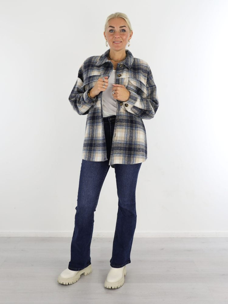 beige-blauwe-geruite-blouse-met-borstzakken