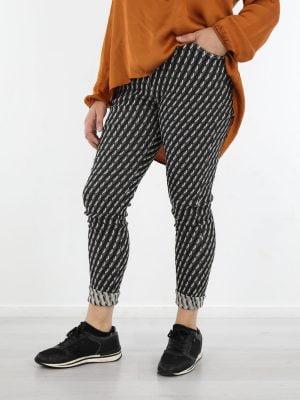 broek-in-zwarte-kleur-met-grijs-geruite-print