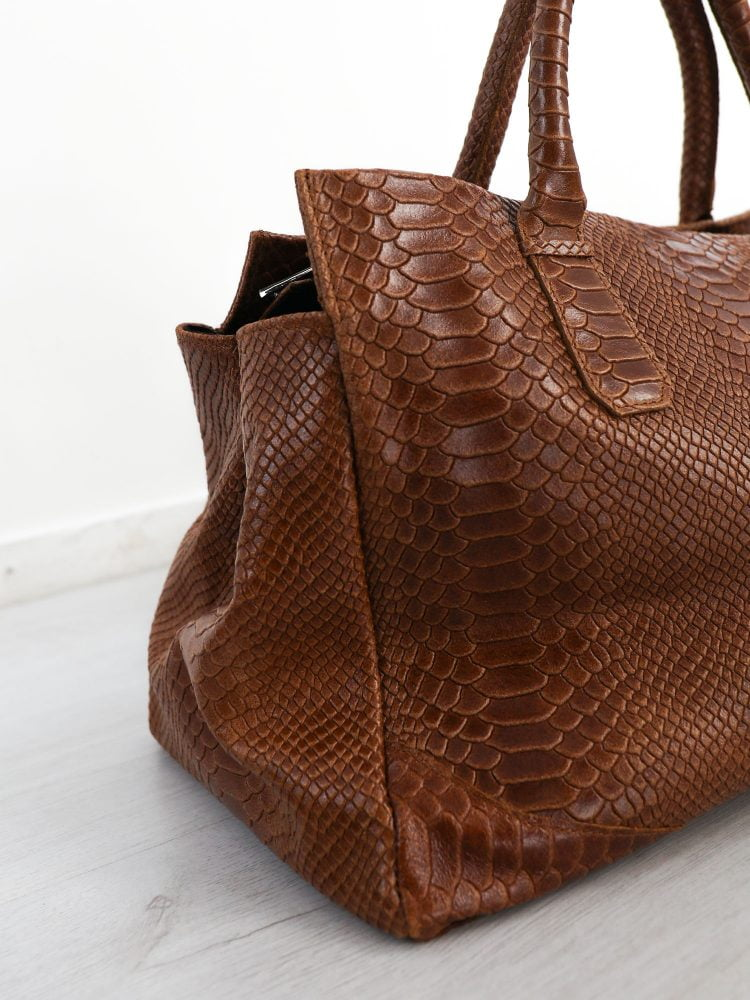bruin-gekleurde-hand-tas-van-leer