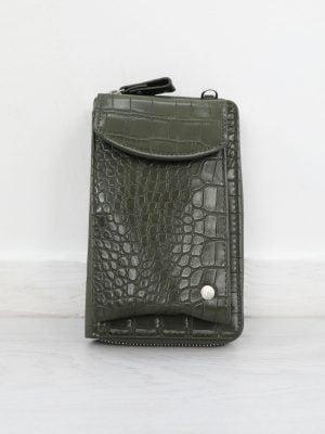 donker-groen-telefoontasje-met-krokodillen-textuur
