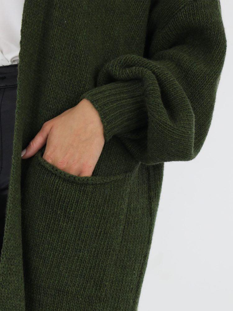 g-ricceri-lang-vest-met-ballonmouwen-en-zakken-in-een-groene-kleur