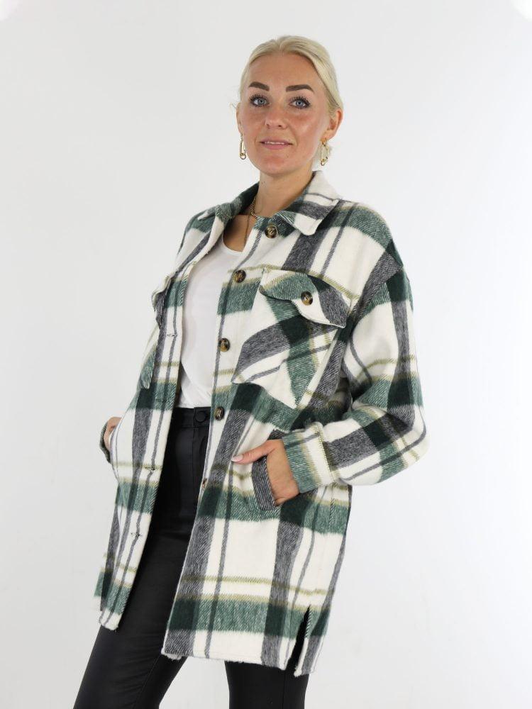 geruite-blouse-in-roomwit-met-zwart-en-groene-accenten