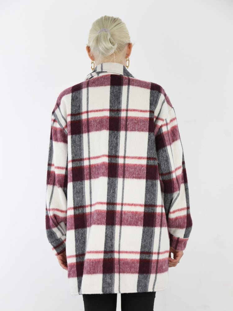 geruite-blouse-in-roomwit-met-zwarte-en-raspberry-accenten