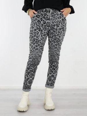 grijs-zwarte-broek-met-leopard-print
