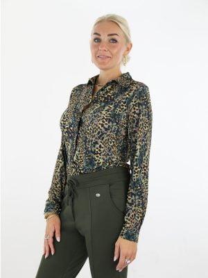 groen-met-bruine-leopard-print-blouse-van-travelstof-angelle-milan