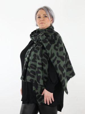 groen-zwarte-sjaal-met-gevlekte-print
