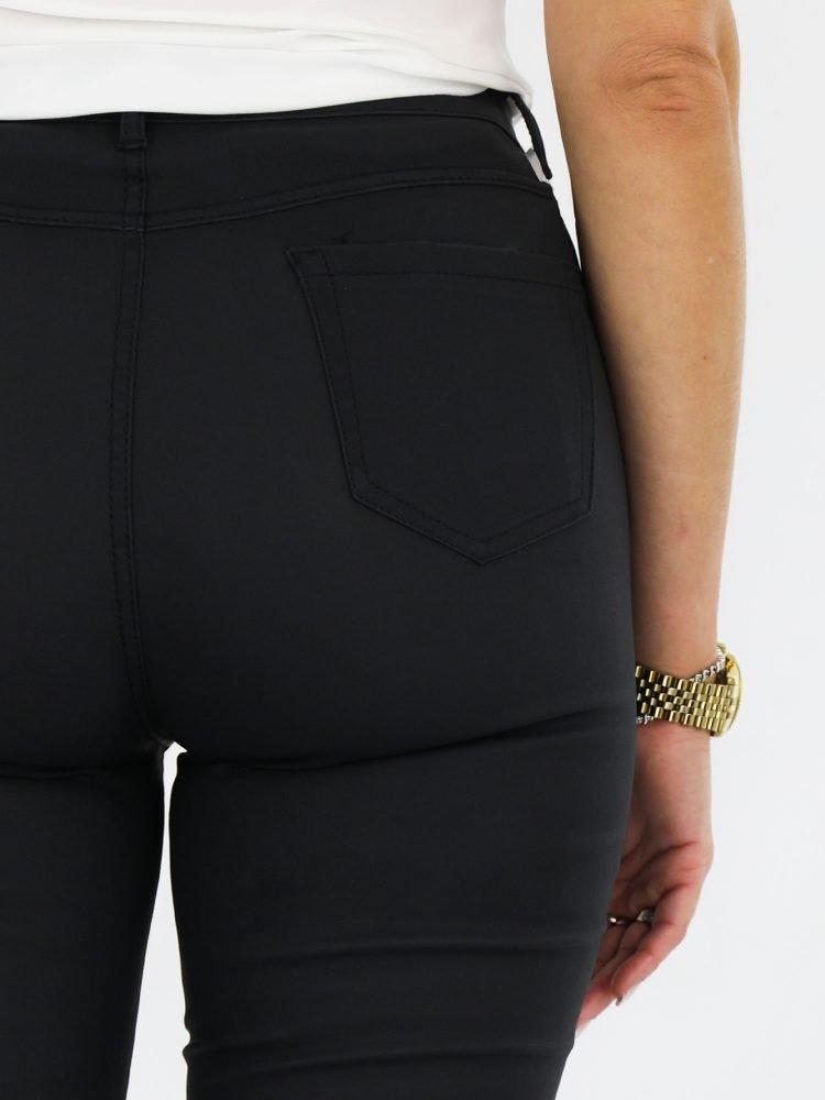 high-waist-skinny-broek-met-stratch-in-een-mat-zwarte-kleur