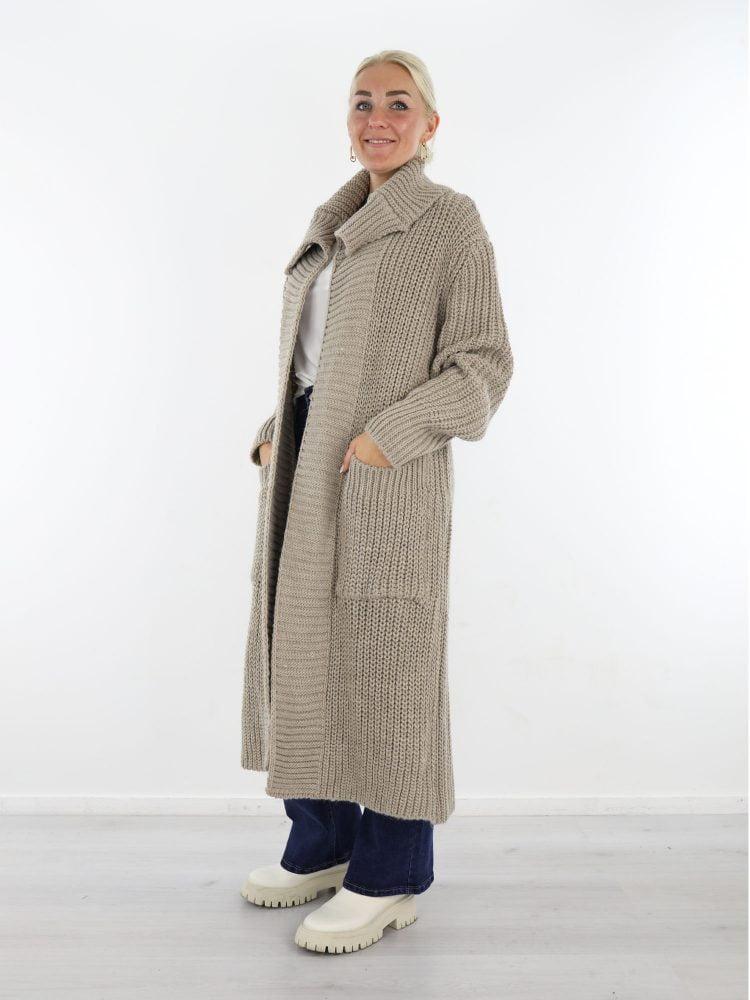 lang-khaki-gekleurd-vest-met-brede-kraag-en-handige-zakken
