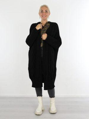 lang-vest-gekabeld-in-een-zwarte-kleur-basic