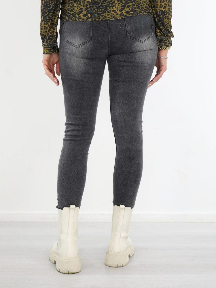 mooie-donkere-skinny-jeans-in-grijze-wassing