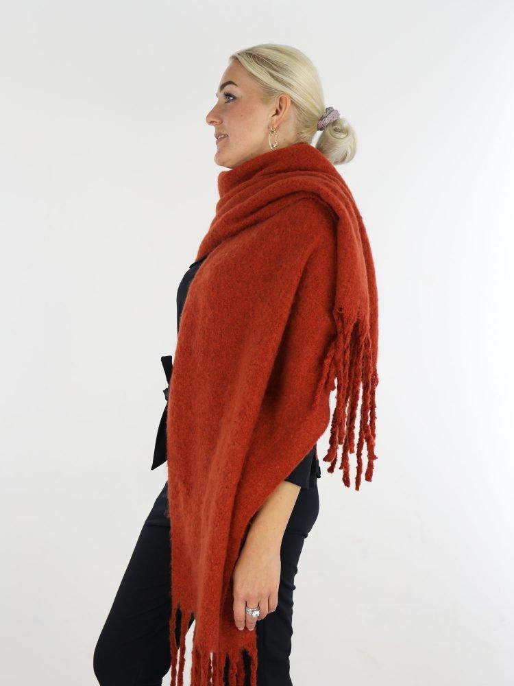 mooie-egale-sjaal-in-brique-met-franjes
