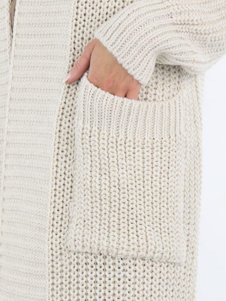 off-white-gekleurd-vest-lang-met-zakken-en-grote-kraag