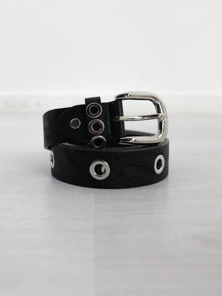 riem-van-zwart-leer-met-zilveren-ringen