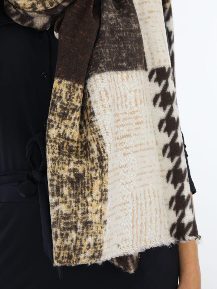 sjaal-in-bruin-en-taupe-met-pied-de-poul-print