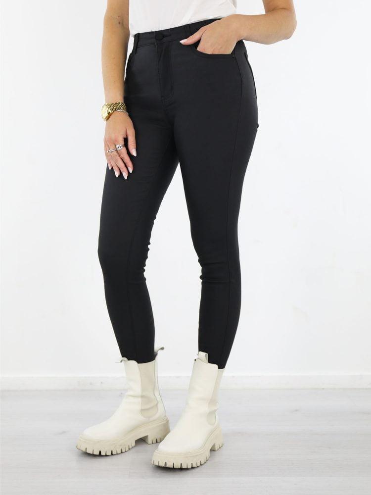 skinny-broek-in-mat-zwart-high-waist-model-met-stretch