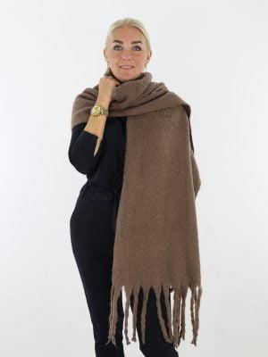 taupe-gekleurde-sjaal-met-franjes