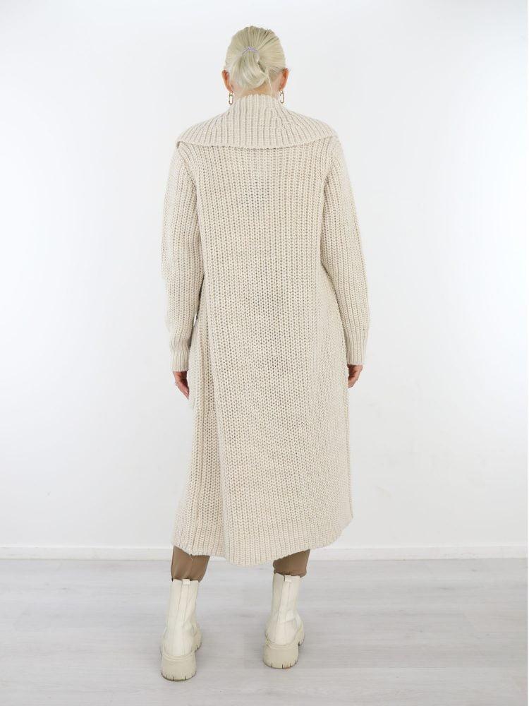 vest-met-kraag-in-een-off-white-kleur-met-zakken